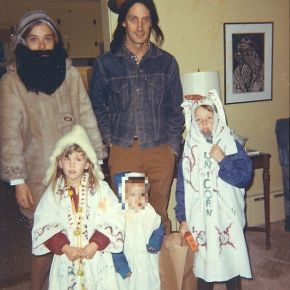 family-halloween-in-the-early-1970s_censored