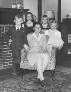 mother Bernice with George, Nancy, Sally, and Martha about 1944